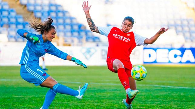 La actuación de Karpova durante el Sevilla - CD Tacón fue lo más destacado (Foto: SFC)