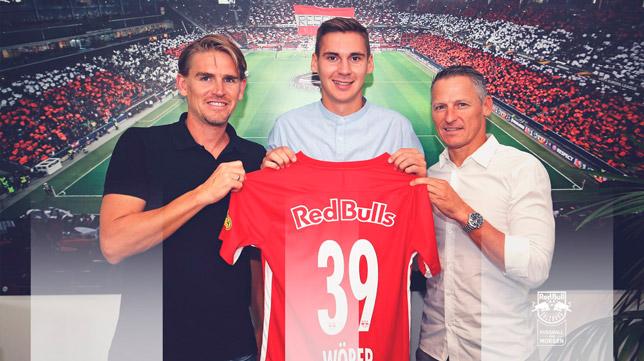 Wober, con los dirigentes del RB Salzburg (Foto: RB SALZBURG)