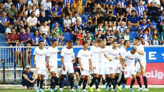 Celebración de los jugadores del Sevilla FC en el encuentro ante el Alavés. Foto: LaLiga