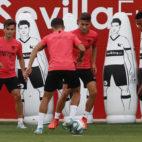 Chicharito se entrena junto al resto del grupo (Foto: Manuel Gómez)