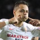 Chicharito celebra su gol en el Qarabag-Sevilla (EFE)