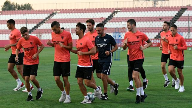 Los jugadores del Sevilla que jugaron en Azerbaiyán realizaron ejercicios de recuperación (Foto: SFC)