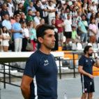 Paco Gallardo, entrenador del Sevilla Atlético, en el partido ante el Cartagena (Foto: SFC)