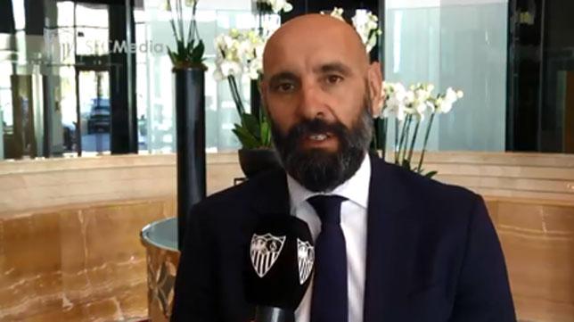 Monchi atiende a los medios oficiales del Sevilla FC