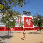La fachada de Gol Sur del estadio Ramón Sánchez-Pizjuán (Foto: RAÚL DOBLADO)