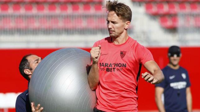 De Jong, en un entrenamiento del Sevilla (Manu Gómez)