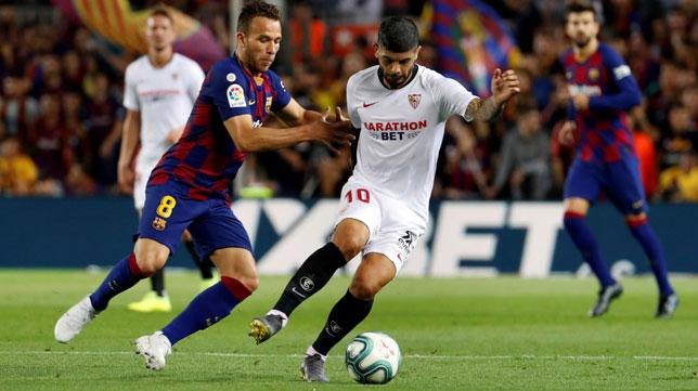 Banega y Artur en el Barcelona-Sevilla (EFE)
