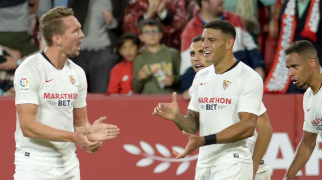 De Jong (i) celebra su gol al Levante (Foto: AFP)
