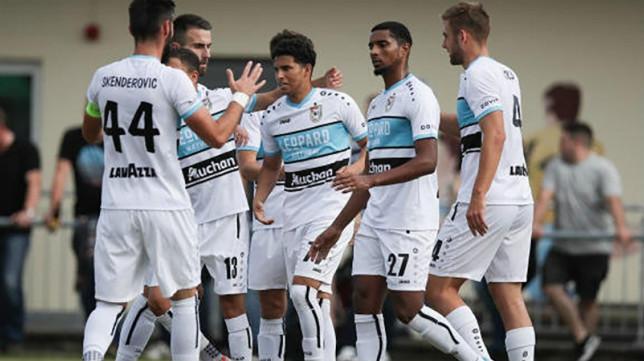 Los jugadores del Dudelange celebran un gol