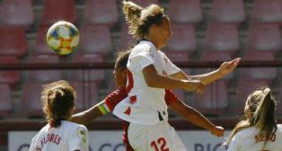 J. Morilla disputa un balón durante el EDF Logroño - Sevilla FC Femenino (Foto: Sevilla FC)