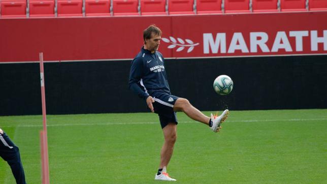 Lopetegui, durante un entrenamiento del Sevilla (Foto: JUAN FLORES)