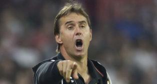 Lopetegui da instrucciones durante el Sevilla-Getafe (AFP)