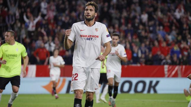Franco Vázquez celebra uno de sus goles en el Sevilla-Dudelange (Raúl Doblado)