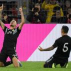Ocampos, a la izquierda, celebra su gol en el Alemania-Argentina