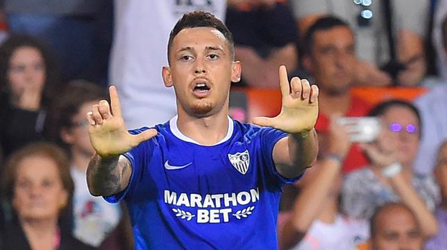 Ocampos, en el Valencia - Sevilla (Foto: AFP)