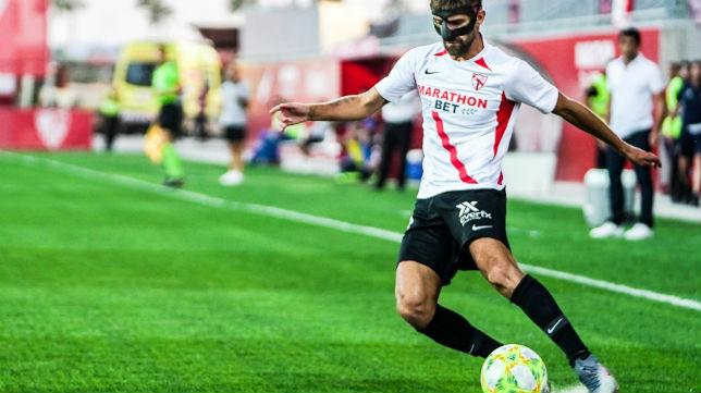 Pejiño corre la banda en un partido del filial en el Jesús Navas (Foto: Sevilla FC)