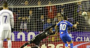 Lanzamiento de penalti de Banega que significó el gol del Sevilla en Valladolid (Foto: LaLiga)