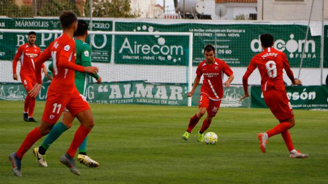 Chacartegui avanza en el partido del Sevilla Atlético ante el Atlético Sanluqueño (Foto: Sevilla FC)