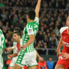 De Jong celebra su gol en el derbi Betis - Sevilla (Foto: EFE)