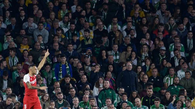 Ocampos celebra en el Villamarín su gol al Betis (Foto: AFP)
