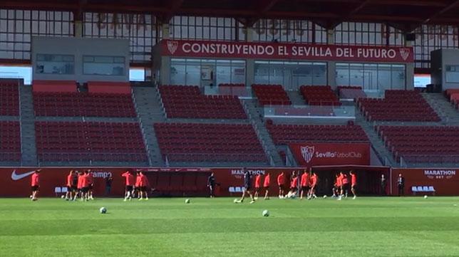 El entrenamiento del Sevilla FC en el estadio Jesús Navas