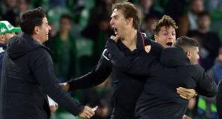 Lopetegui celebró con rabia el triunfo del Sevilla en el derbi contra el Betis (Foto: AFP)