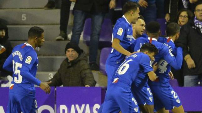 Los jugadores del Sevilla celebran el gol de Banega en Valladolid (Foto: LaLiga)