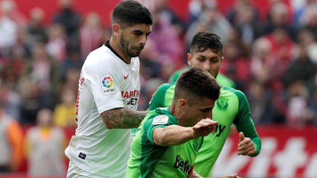 Banega, en un lance del Sevilla-Leganés (EFE)