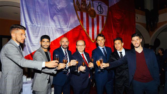 Castro, Monchi, Lopetegui, Carriço, Banega, Navas y Escudero brindan en la Cena de Navidad del Sevilla (SFC)