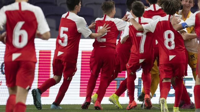 Los jugadores del Sevilla celebran el triunfo (SFC)