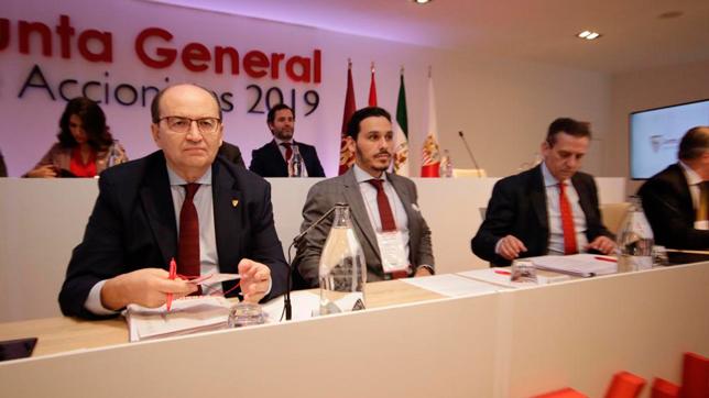 José Castro y José María del Nido Carrasco, en la junta de accionistas (Foto: JUAN FLORES)