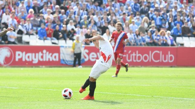 Mena, en un partido de una campaña anterior ante el Recreativo de Huelva (Foto: Sevilla FC)