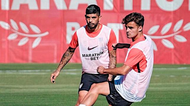 Paco Fernández, en un entrenamiento con Banega (Foto SFC)