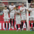 Quintillá lanza una falta en el Sevilla-Villarreal (AFP)