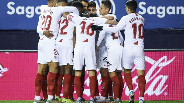 Los sevillistas celebran el gol de Munir ante Osasuna