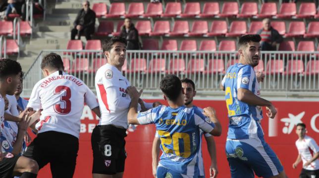 Lance del Sevilla Atlético - Villarrubia (Foto: Raúl Doblado)