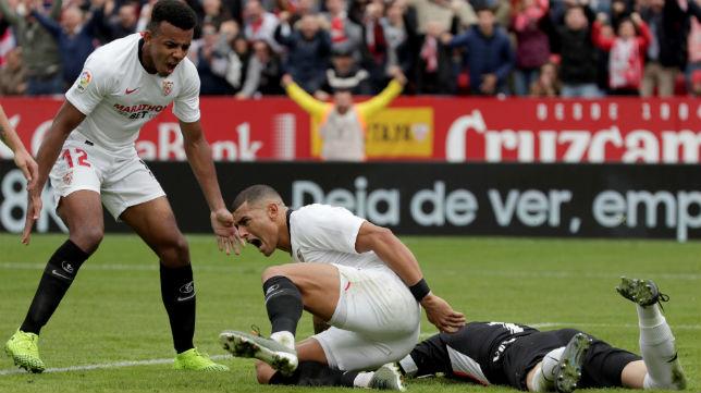 Koundé celebra con Diego Carlos el gol ante el Leganés