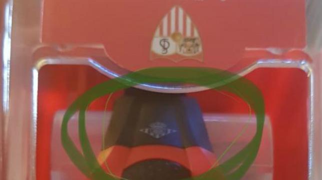 El escudo bético puede verse en la correa del reloj sevillista (Foto: @jesusfdezluna)