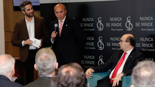 José María del Nido, durante la presentación del libro de Paco Cepeda (Foto: JUAN FLORES)