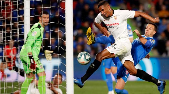 Fernando marca el segundo gol del Sevilla ante el Getafe (Foto: EFE)