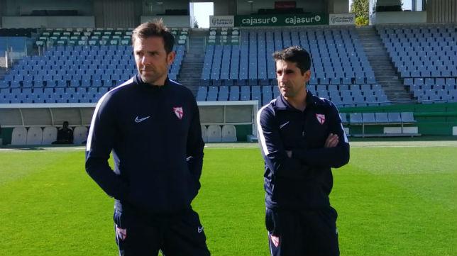 Carlos Marchena y Paco Gallardo, antes del Córdoba - Sevilla Atlético (Foto: Sevilla FC)