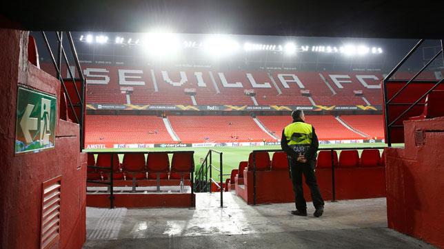 Las gradas del Sánchez-Pizjuán, vacías antes de un partido del Sevilla FC (Foto: Reuters).