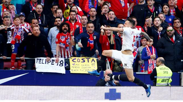 Ocampos celebra el 2-2 en el Atlético-Sevilla de LaLiga (Foto: EFE).