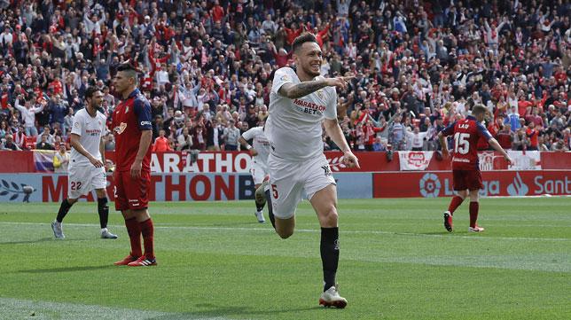 Ocampos celebra el 2-0 en el Sevilla-Osasuna (Raúl Doblado)