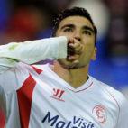 Reyes celebra un gol en un partido con el Sevilla FC (Foto: AFP)