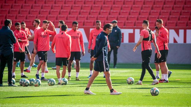 Entrenamiento del Sevilla FC (Foto: RAÚL DOBLADO)