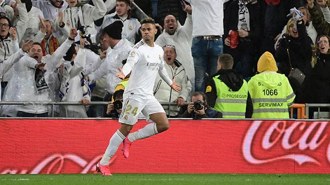 Mariano Díaz celebra su gol en el Real Madrid-Barcelona de esta temporada (AFP)
