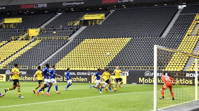 Encuentro de la Bundesliga entre el Borussia Dortmund y el Schalke 04 (Foto: Reuters).