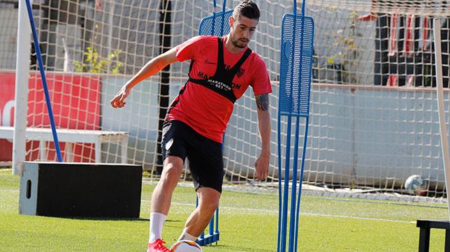 Escudero, en el entrenamiento del Sevilla FC