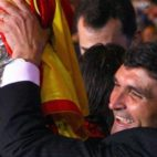 Juande, con la copa de la UEFA de 2007